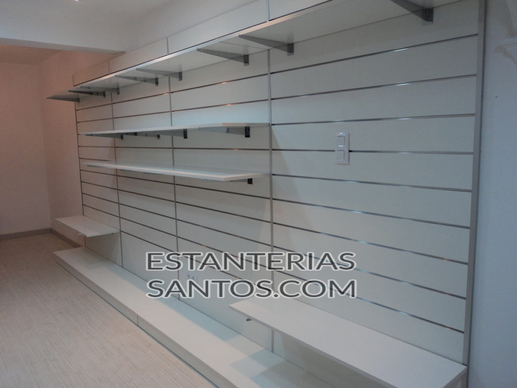 Panel lama de madera estanterias santos for Panel perforado madera